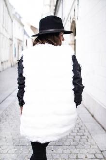 veste-sans-manche-fausse-fourrure-blanche (1)