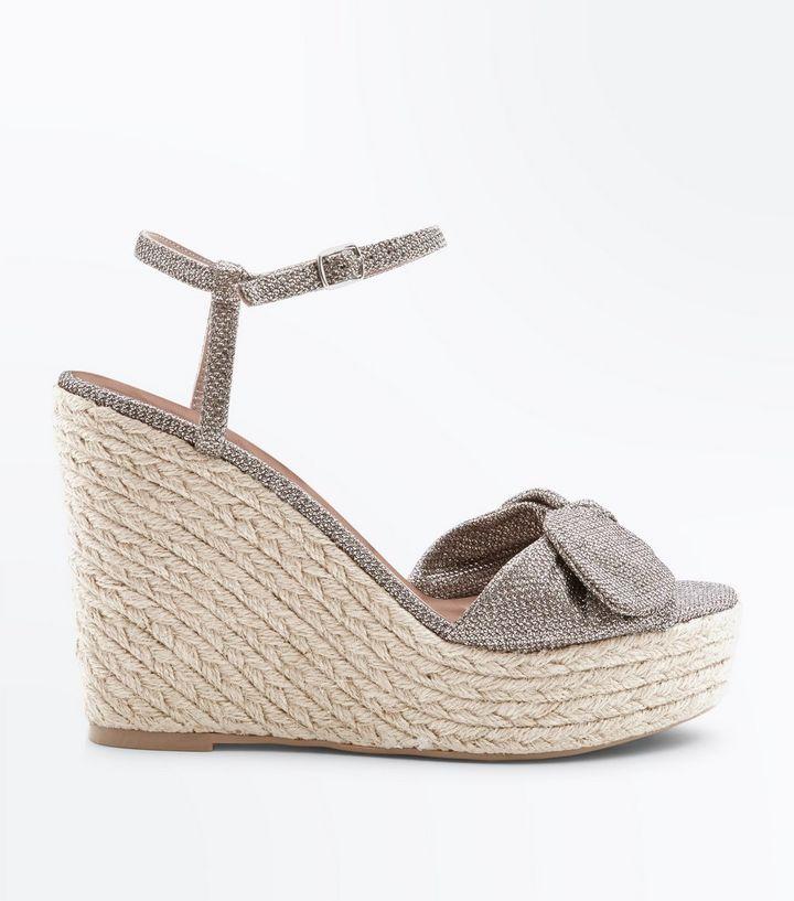 chaussures-en-paille-à-paillettes-dorées-à-brides-et-nœud